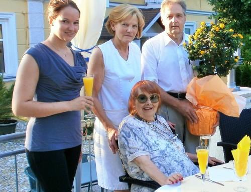 Besuch von Elfriede Ott zu ihrem 90. Geburtstag