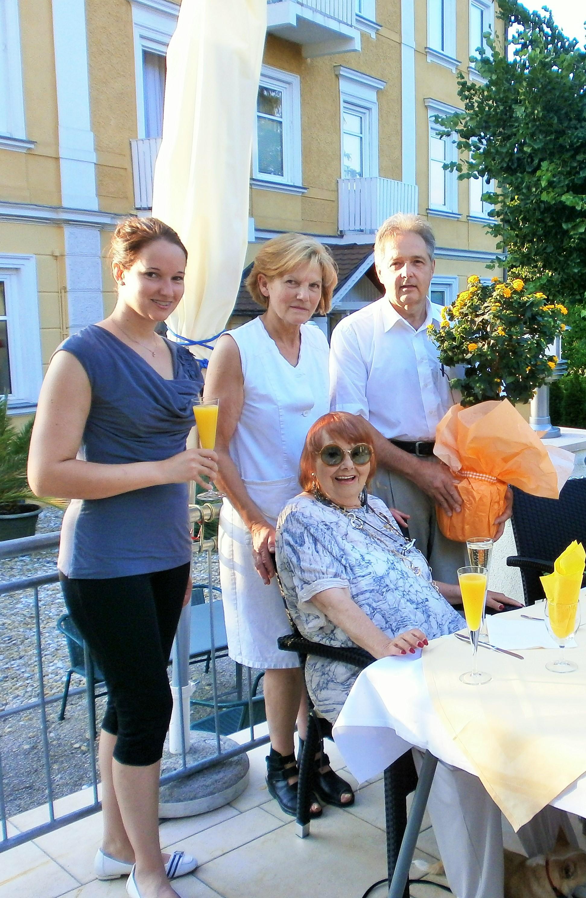 Geburtstag von Frau Prof. Elfriede Ott bei Hotel Hotwagner