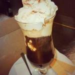 Wiener-Eiskaffee mit Schlagobershaube mit Schlagobershaube im Restaurant Hotwagner